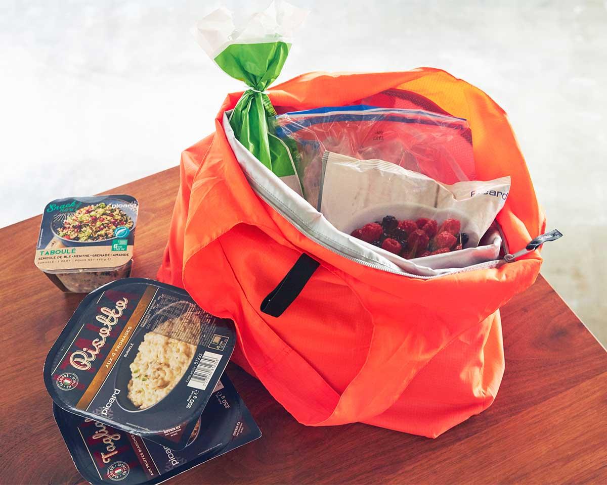 薄さ0.2ミリの二重生地とファスナーでひんやりキープ。ビールや冷凍肉もおいしさキープ、極薄素材で小さくたためる「保冷バッグ」|KATOKOA(カトコア)