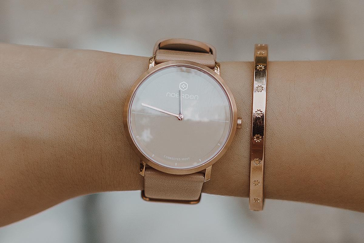 サファイアガラスは傷がつきにくいことから、高級腕時計によく採用されている素材なので、毎日使っても安心です。24時間、あなたの活動量も睡眠も見守ってくれるスマートウォッチ noerden(ノエルデン)