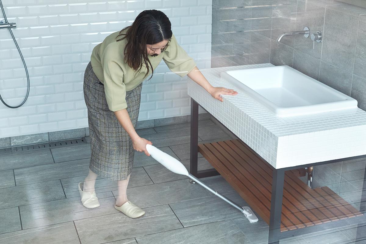 「ロングノズル」で床面やラグもスイスイ(本体+中継用ノズルA+中継用ノズルB+ワイドヘッド)。リビングに馴染むデザイン、ゴミに気づいたら即ハイパワーで吸引できる「ハンディクリーナー」|MONTANC(モンタン)