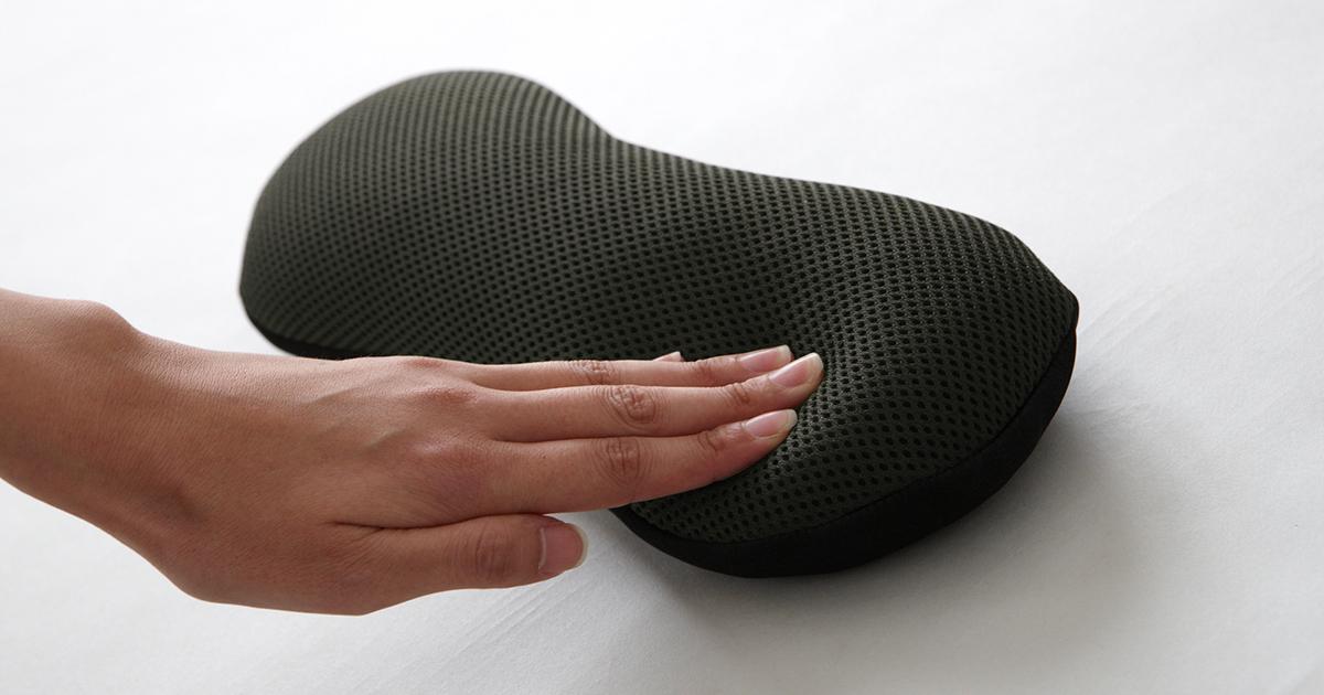 持ち歩ける弾力性のある気持ちいい感触の携帯枕