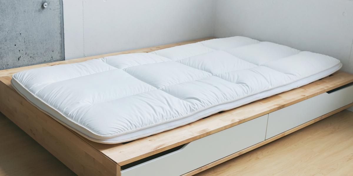 お使いのベッドマットレスや布団が、体に合っていないならこちらがおすすめ|整形外科医銅冶英雄(どうや・ひでお)先生が考案した、硬柔2層構造が、体のカーブを正しくキープしてくれる折りたたみ型の腰痛対策マットレス・ベッドパット|ドウヤメソッド