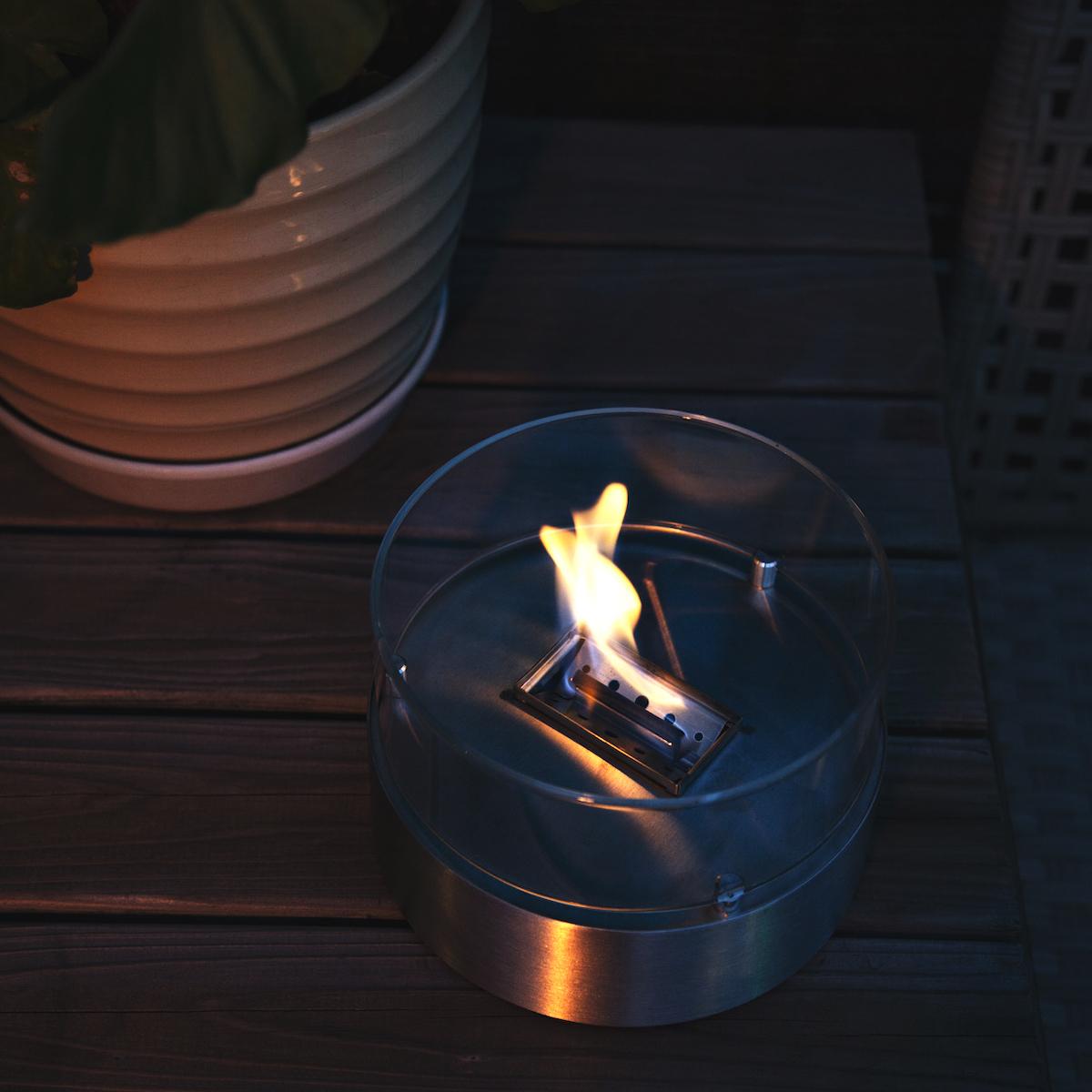 おうちのテーブルで焚き火。煙が出ない、倒しても安心の専用燃料付きの「オイルランプ」|TENDER FLAME(テンダーフレーム)