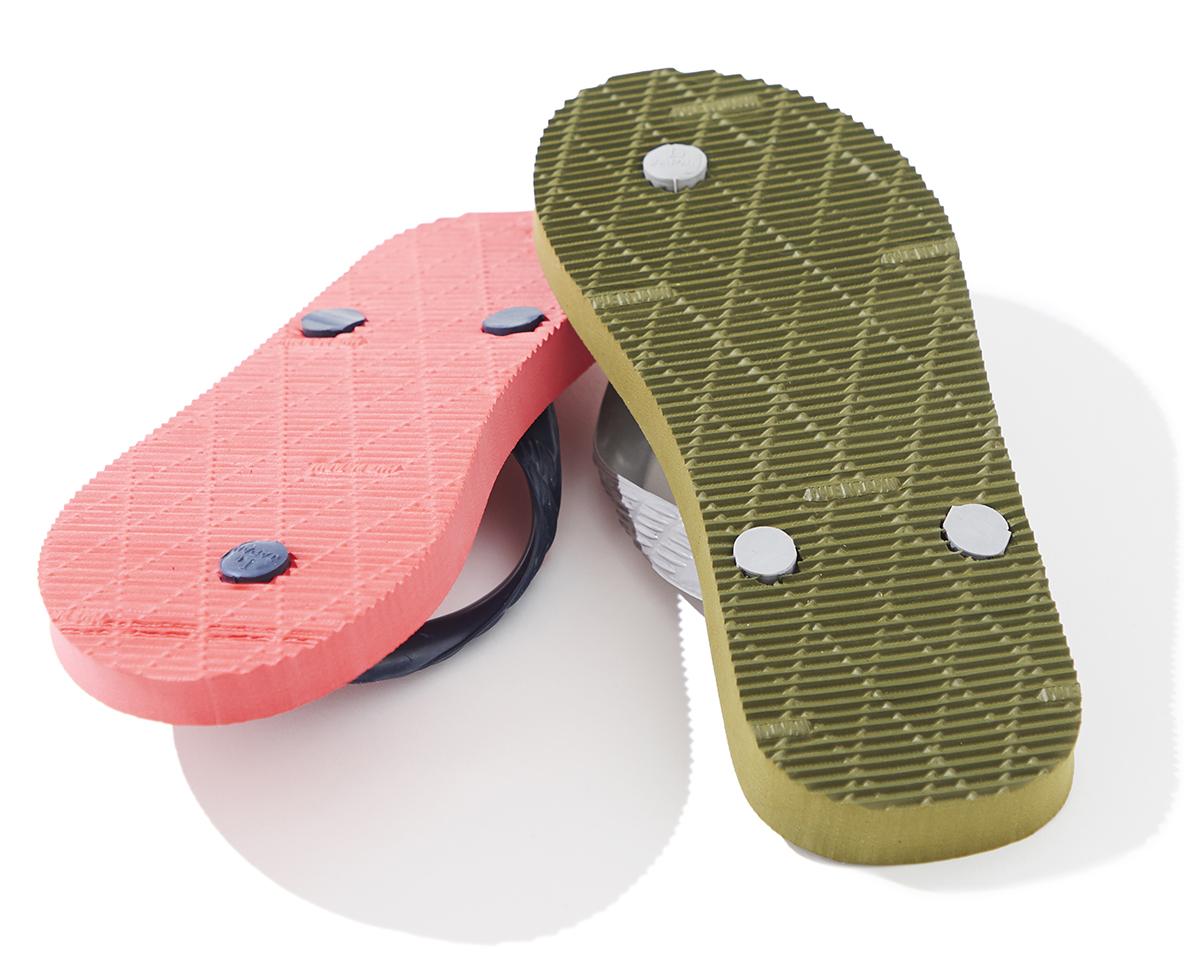 ベテラン職人たちによる日本人の足型に沿った、歩きやすいビーチサンダル|九十九(つくも)サンダル