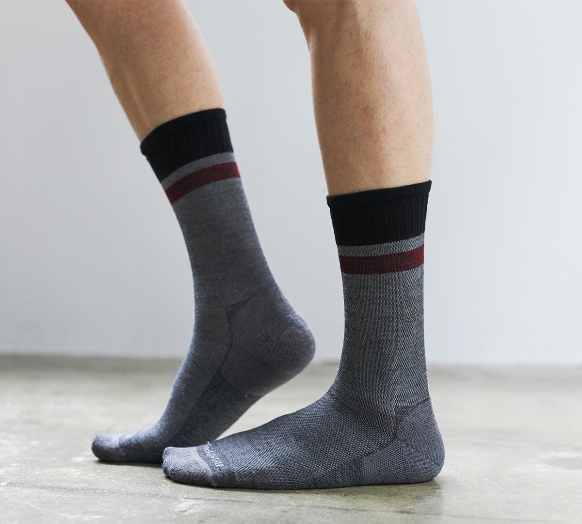 在宅ワークやデスクワークに。夏は涼しく冬は暖かいメリノウールを使用した、血液やリンパの流れをサポートする着圧ソックス(健康ソックス・靴下)|Sockwell(ソックウェル)
