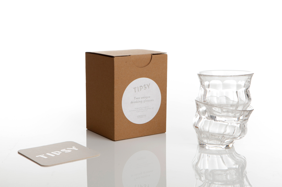 ギフトに最適なデザイナーの遊び心がうかがえる洗練されたパッケージデザインのグラスコップ