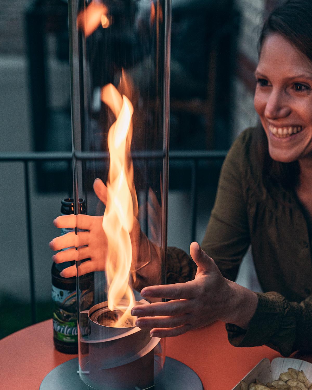 エコフレンドリーなバイオエタノール燃料。煙突効果で炎が廻りながら上昇!煙が出にくい安全燃料の「テーブルランタン&ガーデントーチ」|Hofats SPIN(ホーファッツ スピン)