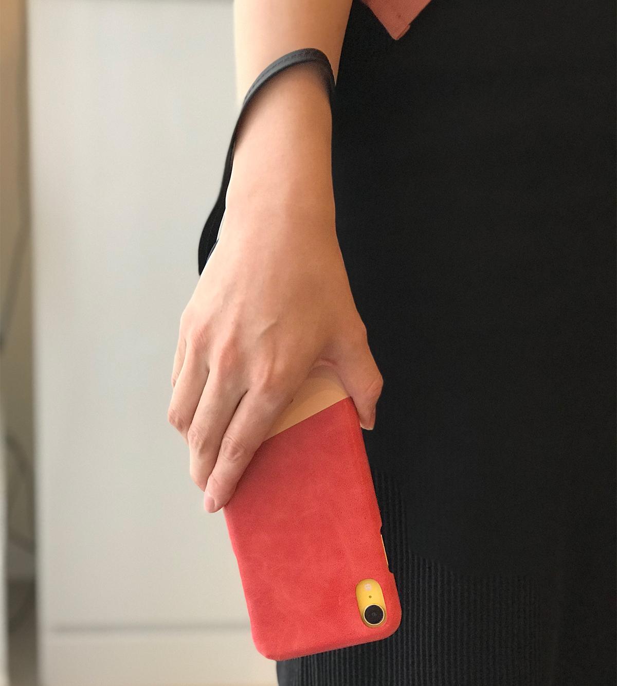 人の手による温かみと丁寧な仕事ぶりの革作りから完成まで職人の手仕事にこだわったiPhoneケース|Alto