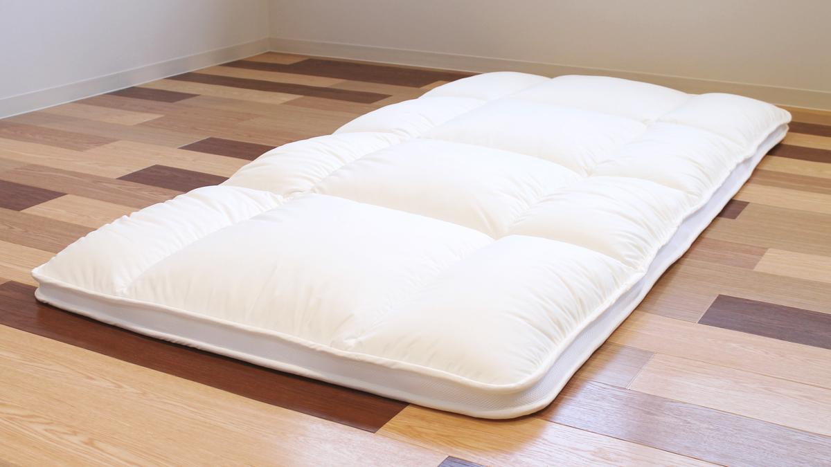 ベッドに置いて「マットレス」としても、どちらでもOK|整形外科医銅冶英雄(どうや・ひでお)先生が考案した、硬柔2層構造が、体のカーブを正しくキープしてくれる折りたたみ型の腰痛対策マットレス・ベッドパット|ドウヤメソッド