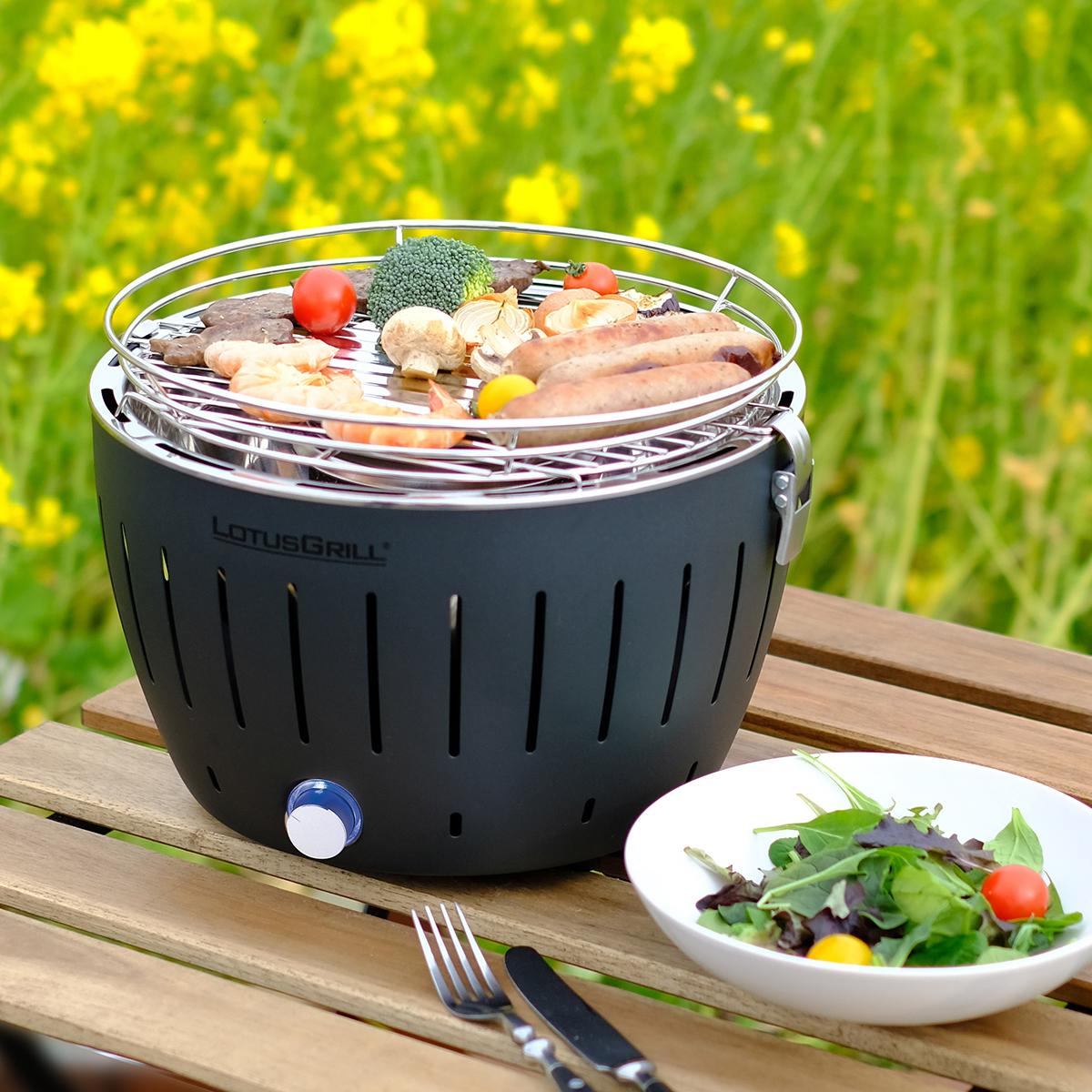 お酒を飲みながら、ひとりでのんびり気楽なバーベキュー。手軽に本格的な炭火焼ができる「炭火焼グリル」(ミニサイズ、1人用・2人用)|Lotus Grill