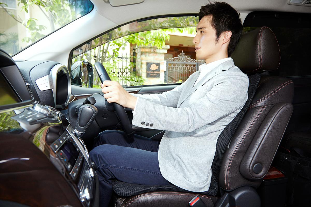 運転席の乗り心地がアップグレード。置くだけで、運転中ずっと、腰・背中・お尻がラクな車用シートクッション|P!nto Driver