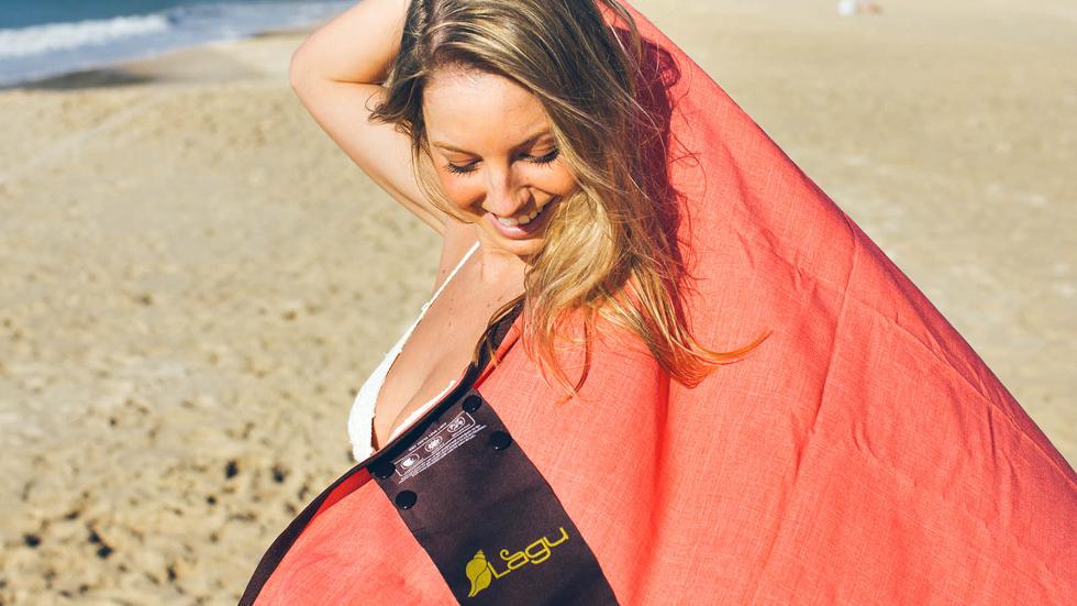 海辺で羽織れる砂がつかないビーチブランケット