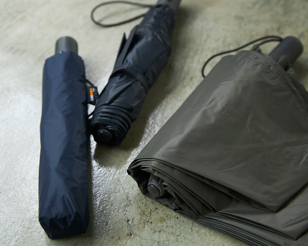 世界中のアウトドア・ミリタリー・ワーク用品に頼られてきた高性能素材CORDURAを使用した日傘・雨傘|《晴雨兼用》指1本でカンタン開閉!丈夫なコーデュラ生地で仕立てた「自動開閉式折りたたみ遮光傘」|HEAT BLOCK ×CORDURA Fabric|VERYKAL LARGE