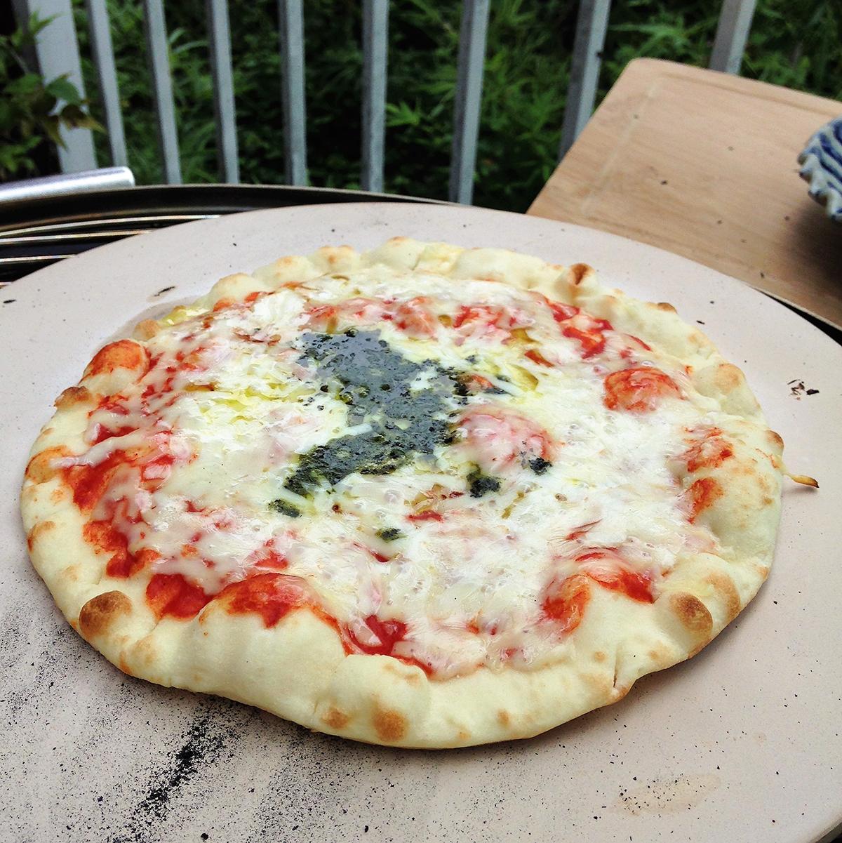 ピザストーン|一線を画すおいしさのピザができる火加減自在の「BBQグリル」|SWINGGRILL