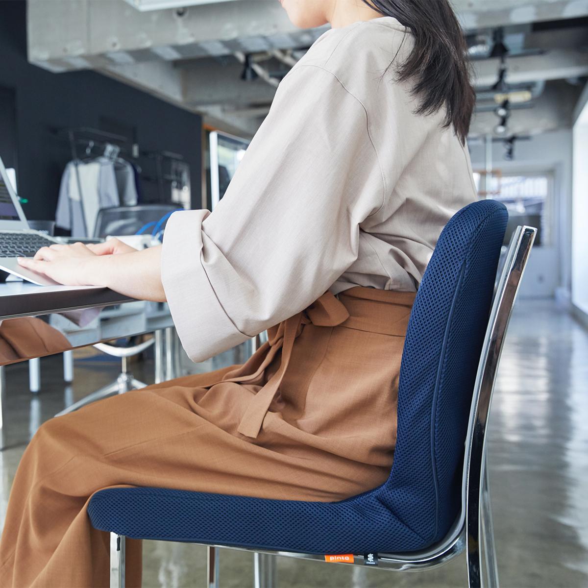 家中どのイスもラクな座り心地に。驚くほど腰がラクなのに、正しい姿勢が習慣化する「チェアシート(椅子クッション)」|P!nto