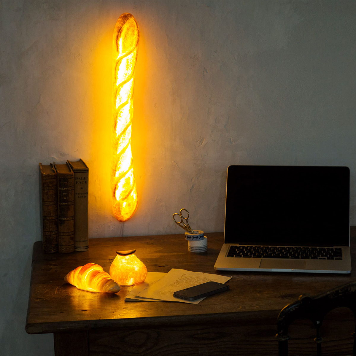 ベッドサイド|本物のパンがそのままインテリアライトに!置くだけで明かりのオンオフができる「ライト・ランプ・間接照明」|モリタ製パン所「パンプシェード」