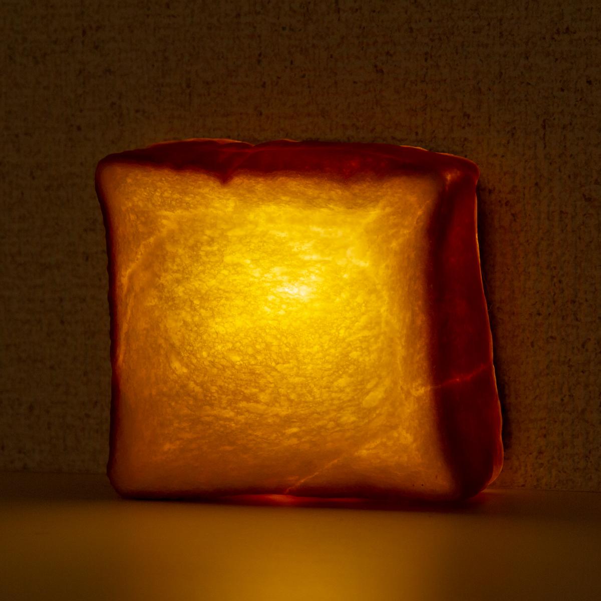 コロンとした丸いフォルムが可愛い「プチブール」。本物のパンがそのままインテリアライトに!置くだけで明かりのオンオフができる「ライト・ランプ・間接照明」|モリタ製パン所「パンプシェード」