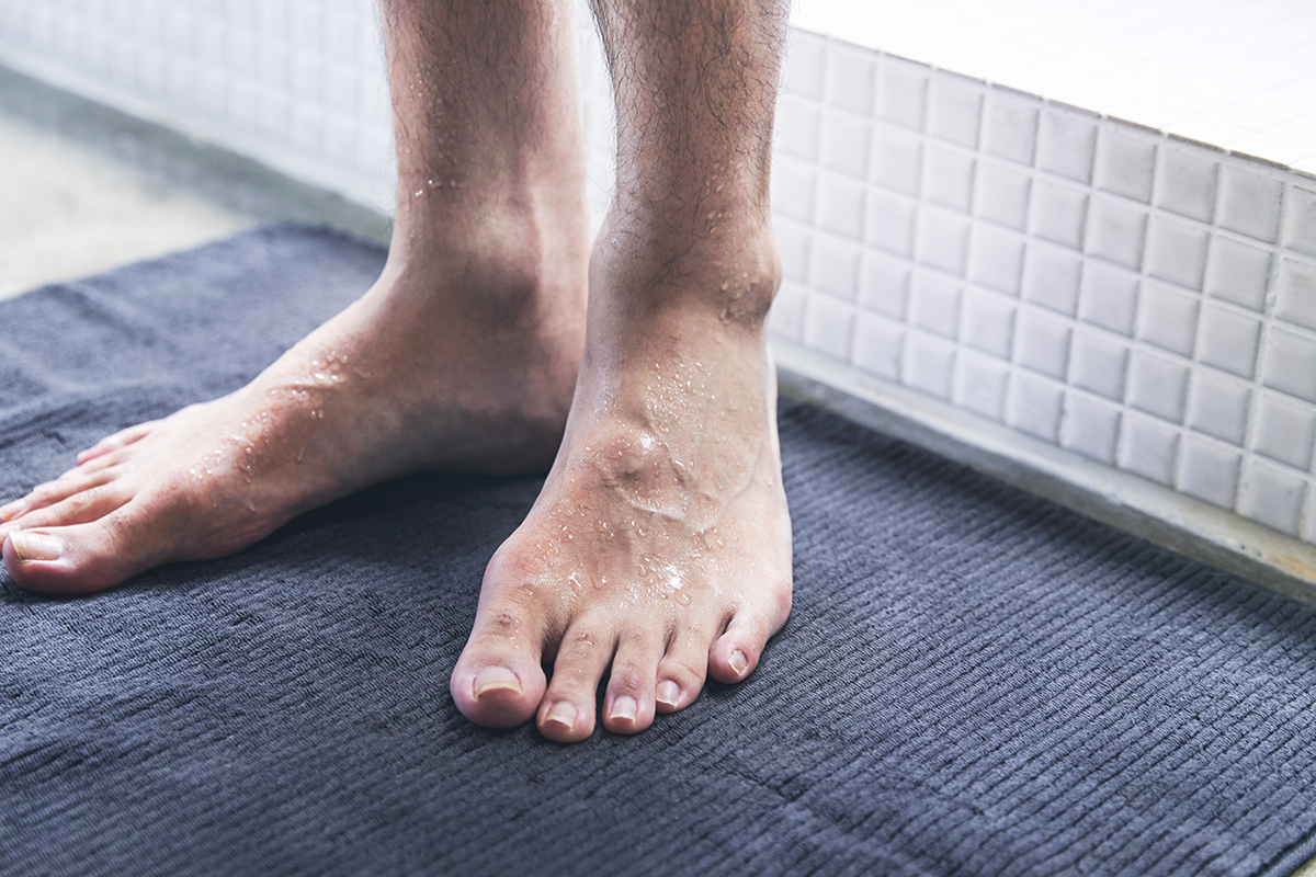 ふんわりなめらかで柔らかい肌触り。毛羽立ちにくく、吸水力も高い。酸化チタンと銀の作用で、生乾き臭・汗臭の菌を分解する「タオル」|WARP