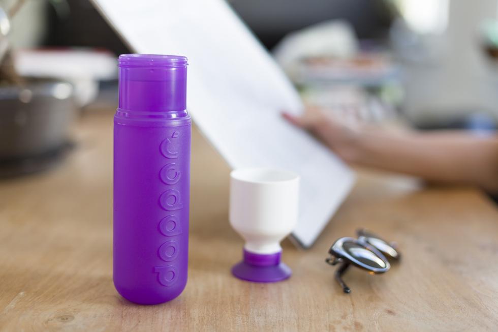 スリムでおしゃれなデザイン、リサイクル可能・安全なマイボトルで水を持ち歩く | Dopper社のウォーターボトル