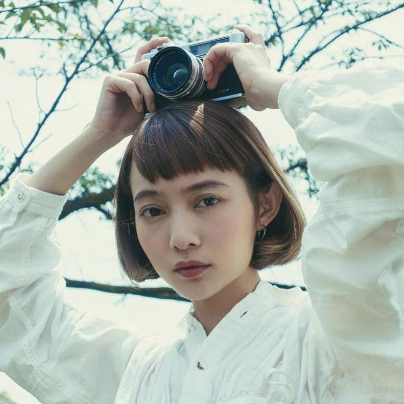 カメラアプリと「ひと味違う写真」が撮れる。YASHICAは「記憶」を、スマホは「記録」を、それぞれ写すかのよう。トイデジカメ YASHICA