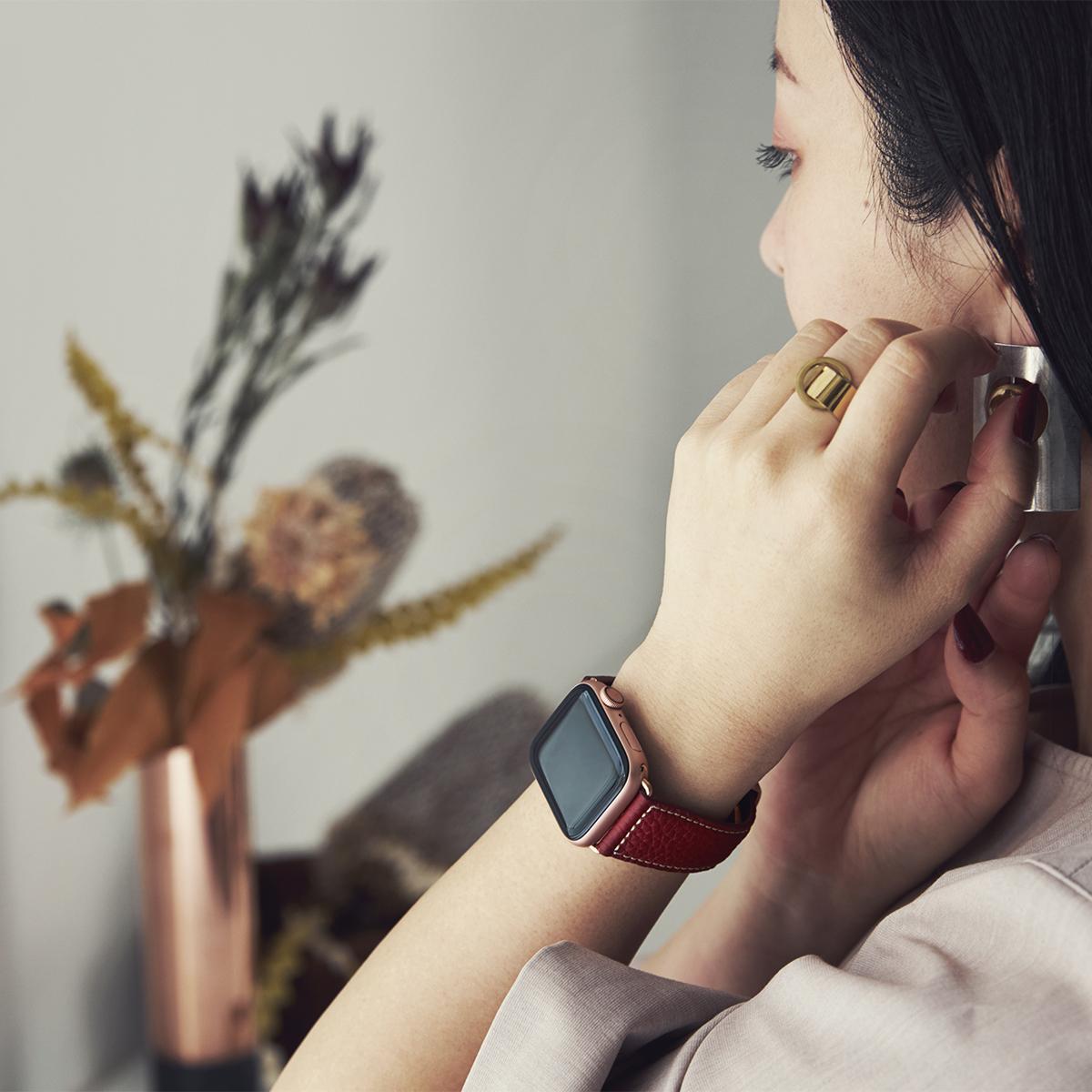欧州の名門タンナー『ペリンガー社』がなめすシュリンクレザー。洗練されたデザインでワンタッチ着脱の「Apple Watchバンド」|EPONAS(エポナス)
