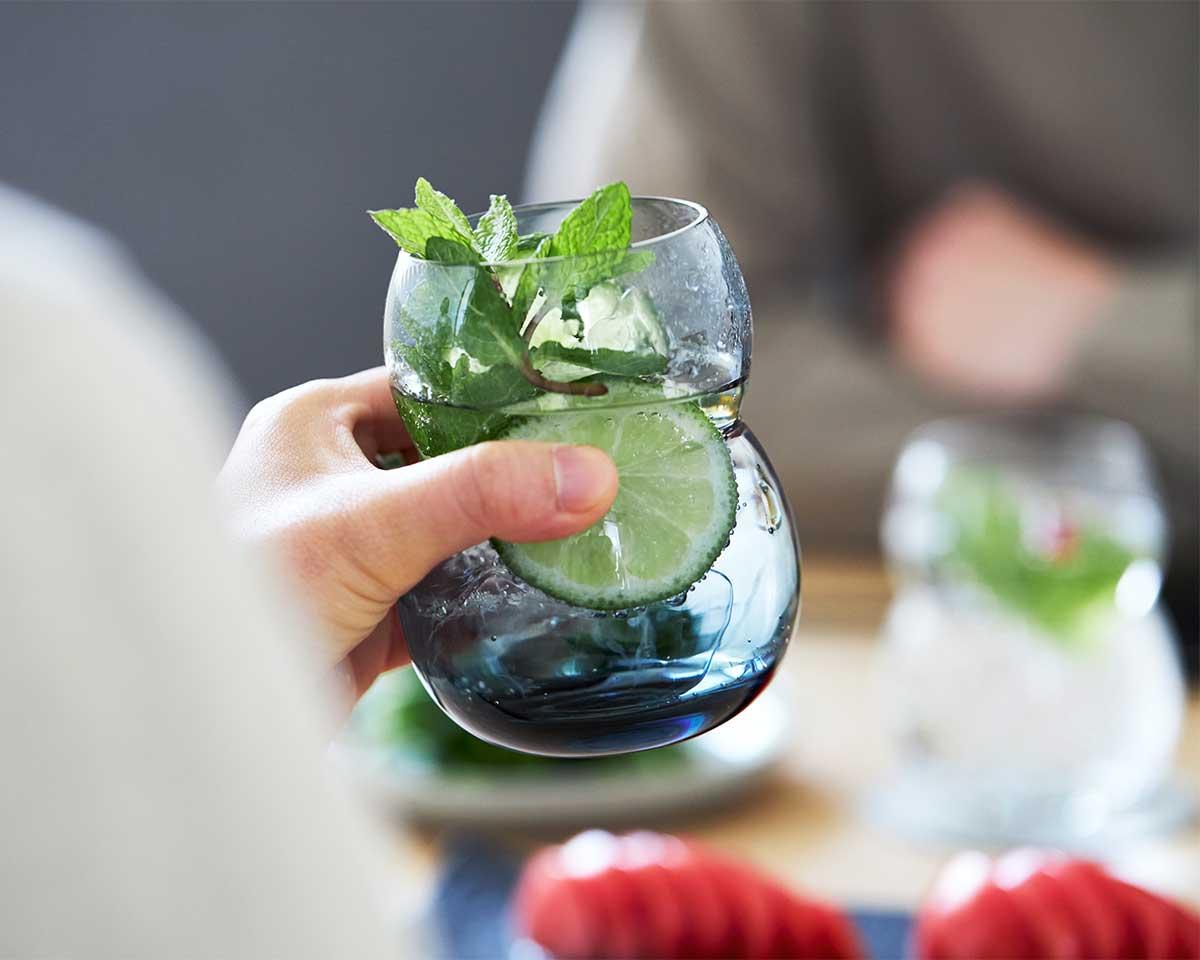 お子さんや女性の小さな手にもフィットし持ちやすく、使いやすさ抜群。丸みとくびれのあるお洒落なデザイン|双円(そうえん)のグラス