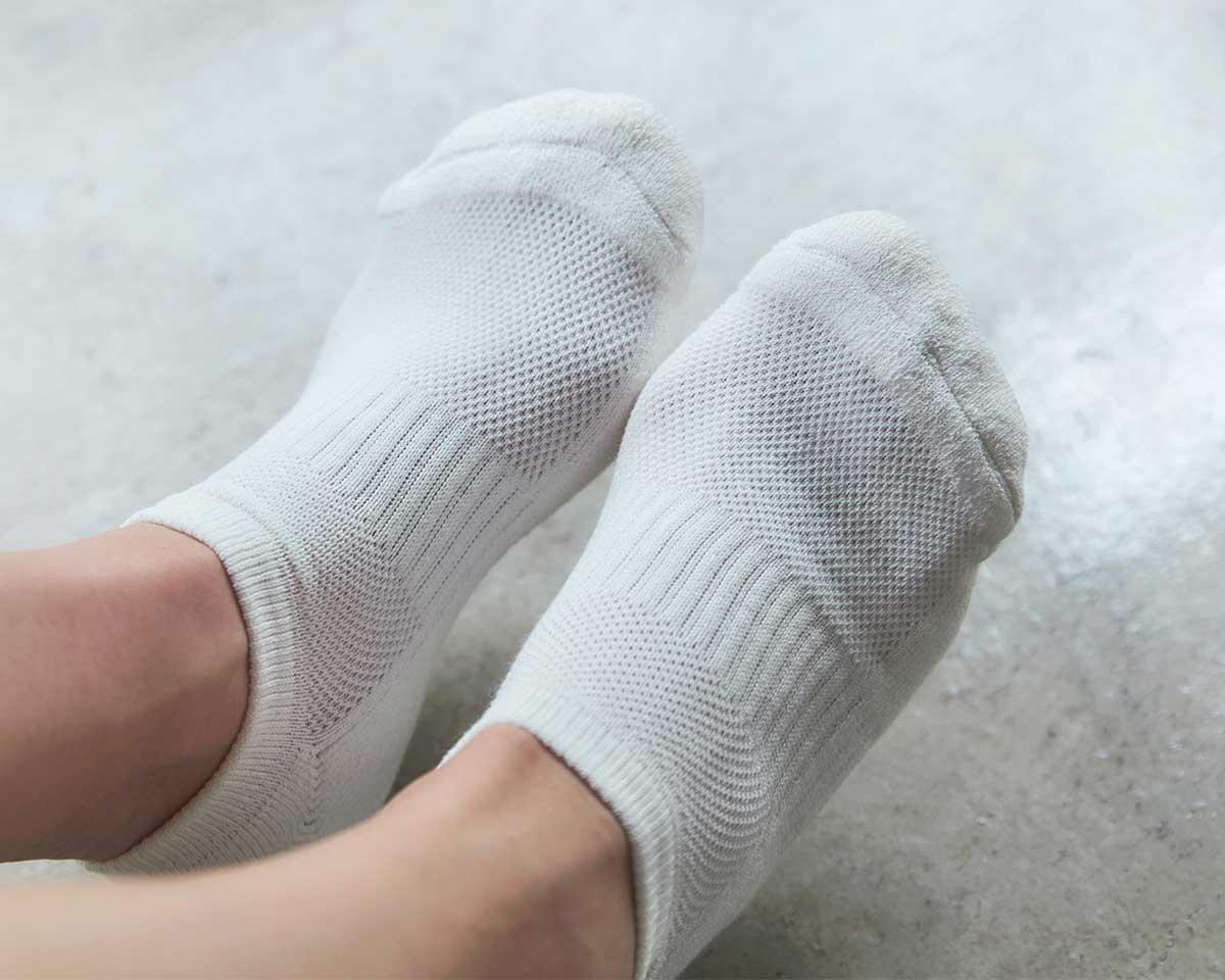 つま先とかかと部分は、ふんわりしたパイル編みと、平たい天竺編みを、交互に編み分けた|消臭効果、サラサラ効果が続く、美濃和紙を使った和紙靴下・和紙ソックス