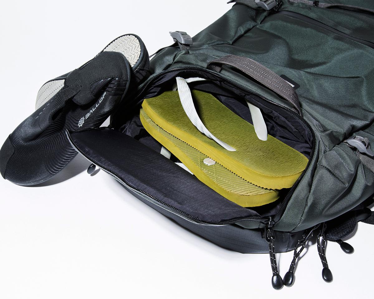 ⑤ シューズポケット|仕事と遊びの両方で活躍する、機能的ポケットもたっぷり。アウトドアレジャーでも活躍する防水バックパック|LANDER