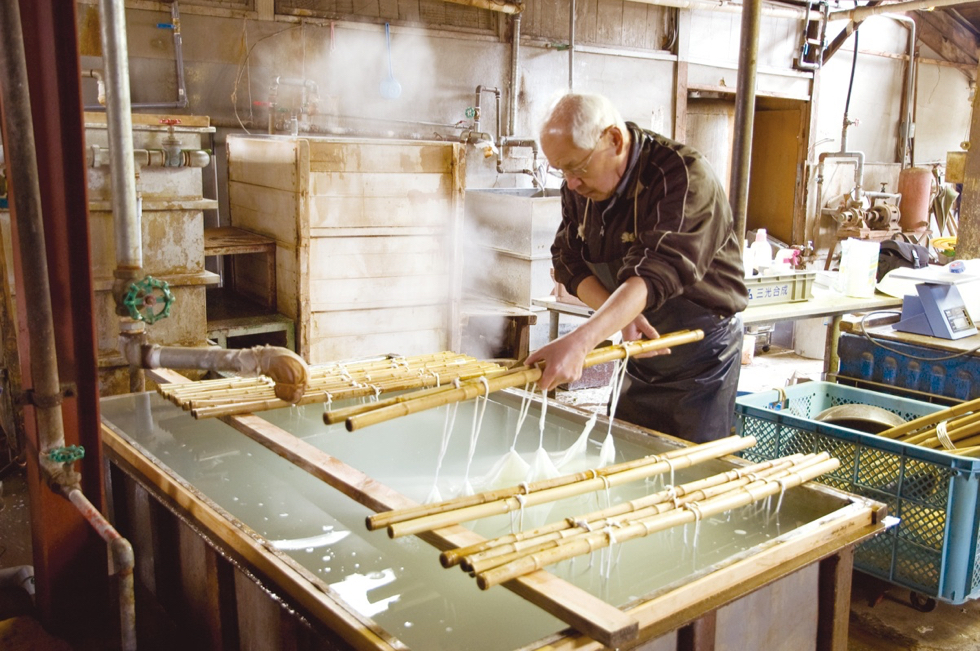 ジャパンクオリティを体現した日本の「しけ絹」の製織シルクストール