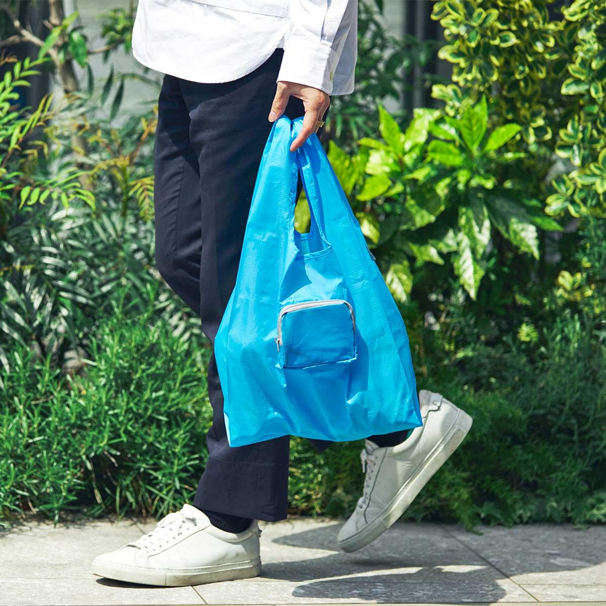 耐荷重は22kgと頼れるつくりだから、お米やお酒などの重たい食品・飲料も持ち運べます。ファッションに合わせて選べる豊富なカラー展開。スマートに持ち歩ける折りたたみエコバッグ|KATOKOA