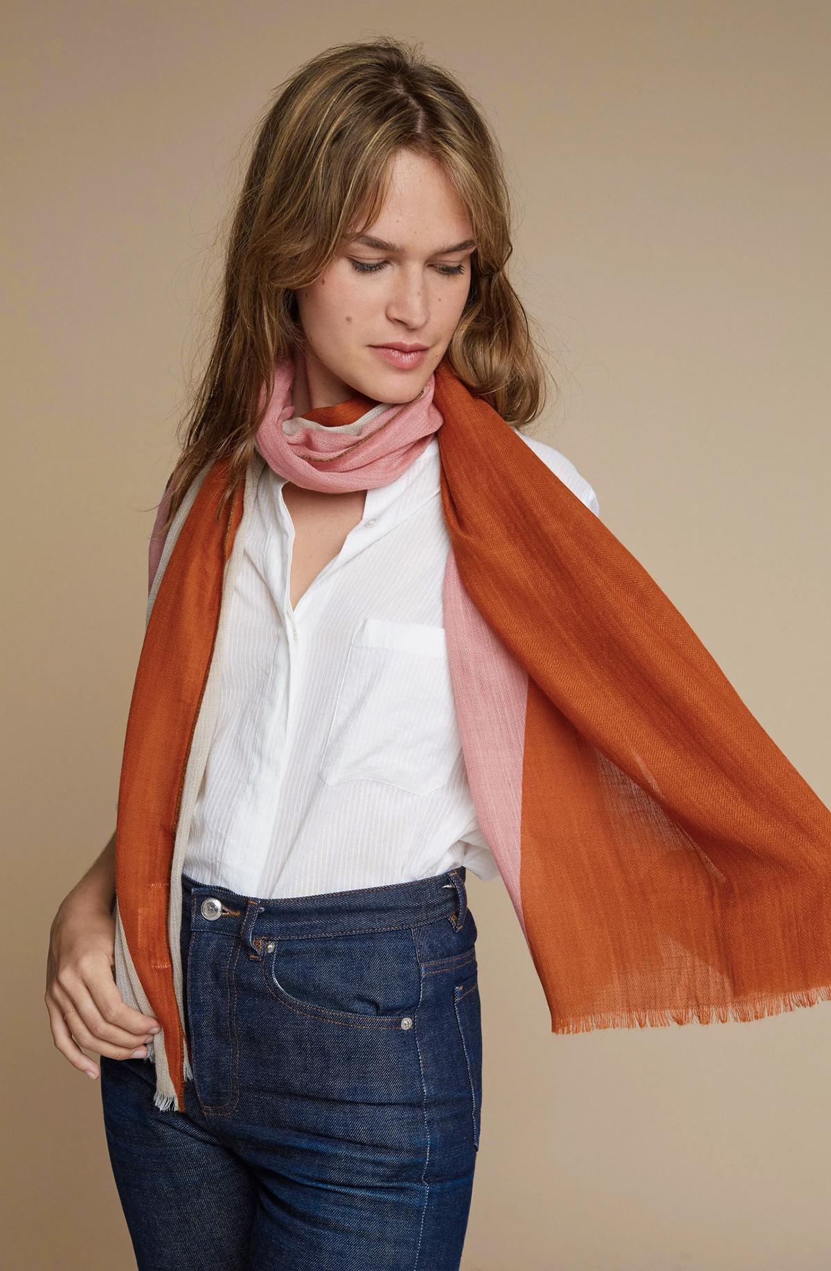 男性にも女性にもおすすめ。いつもの服もグッと新鮮に見える暖かくて肌触りの良い「ストール・マフラー」|MOISMONT(モワモン)