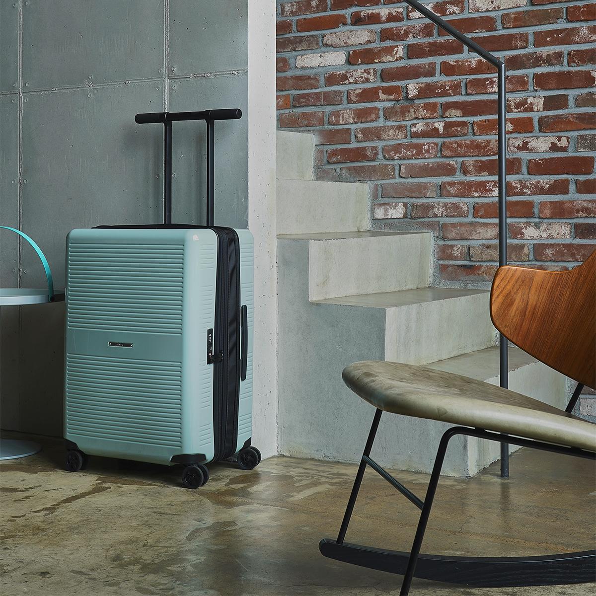 大小ふたつのサイズを「入れ子収納」できる、機内持ち込み用(37L)&長期旅行用(72L)スーツケースセット| RAWROW | R TRUNK LITE