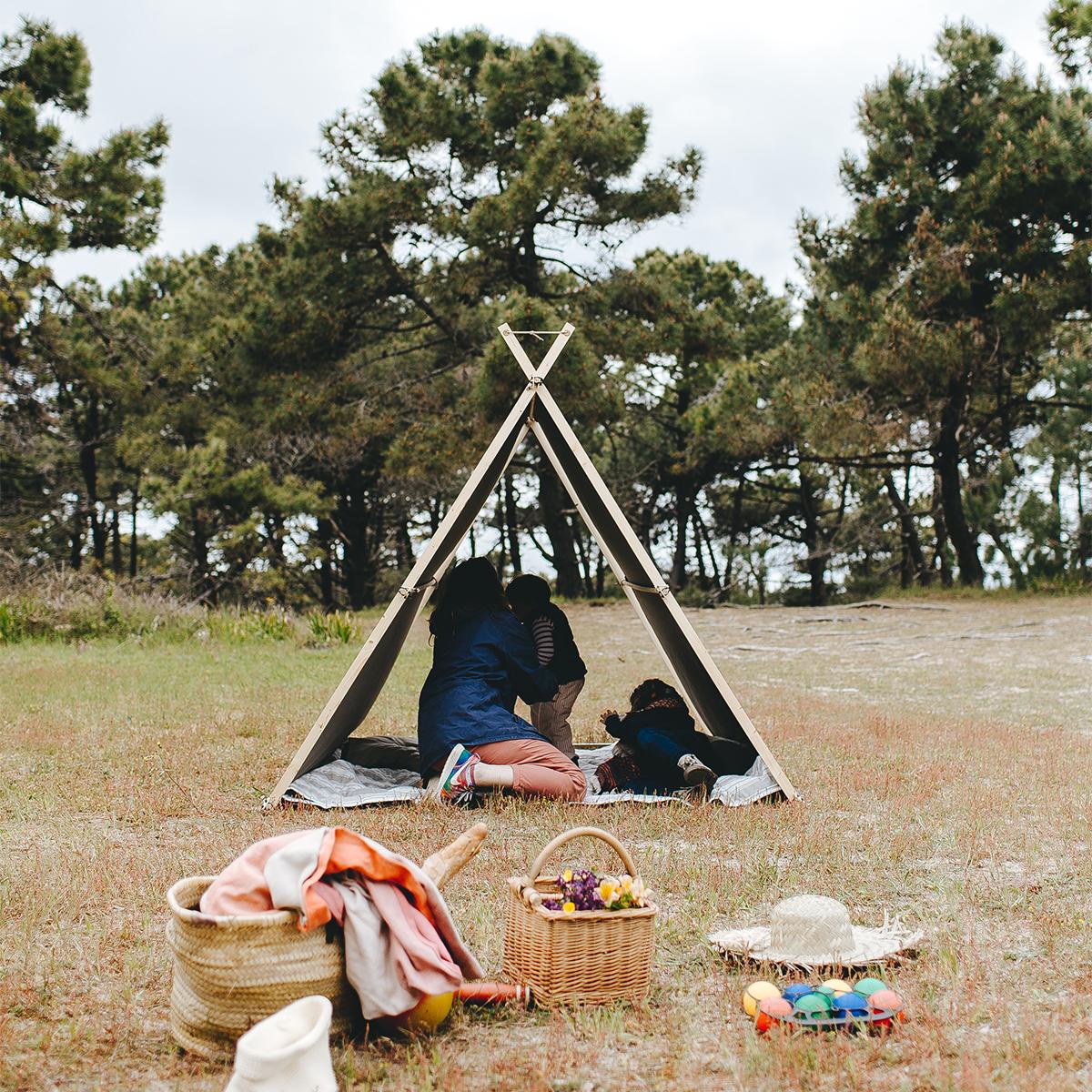 テント内は広々として、大人が子どもと一緒に過ごすのに十分なスペースがある「帆布テント」|LA TENTE ISLAISE(ラ・タント・イレーズ)