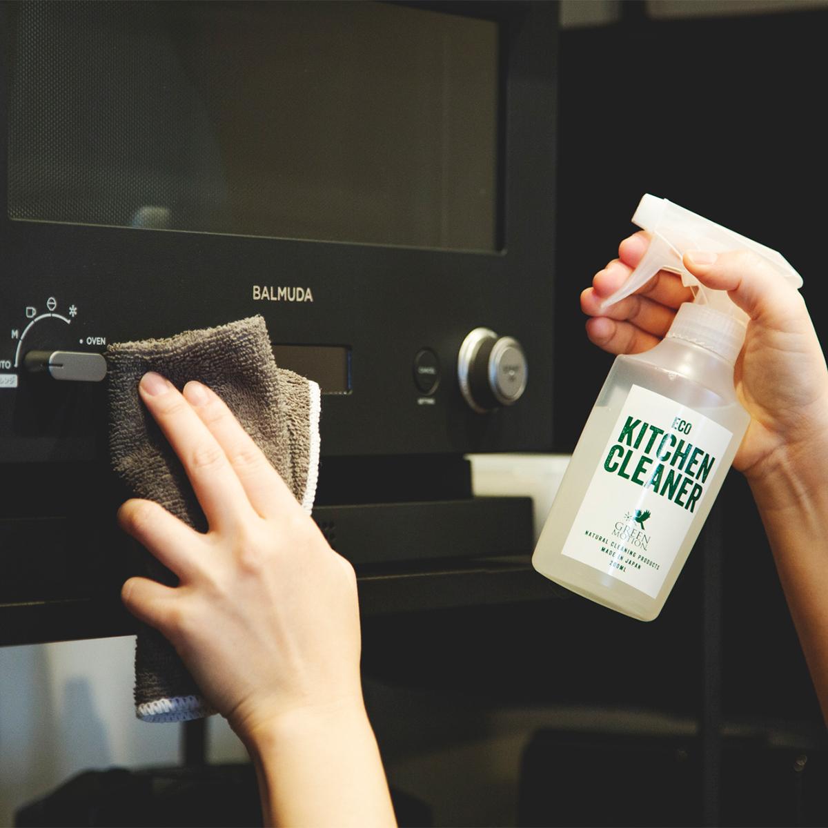 冷蔵庫、炊飯器、電気ケトル、フードプロセッサーなど本体部分が洗えない調理家電に。洗剤なのに、スプレーして拭くだけ!ヒバ精油配合で除菌・消臭もできる「エコキッチンクリーナー」|GREEN MOTION