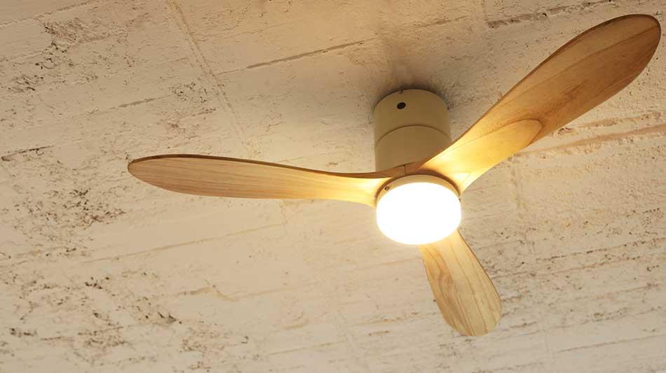 白木・ホワイト 室温ムラを解消して、風通しがいい家をつくるシーリングファン