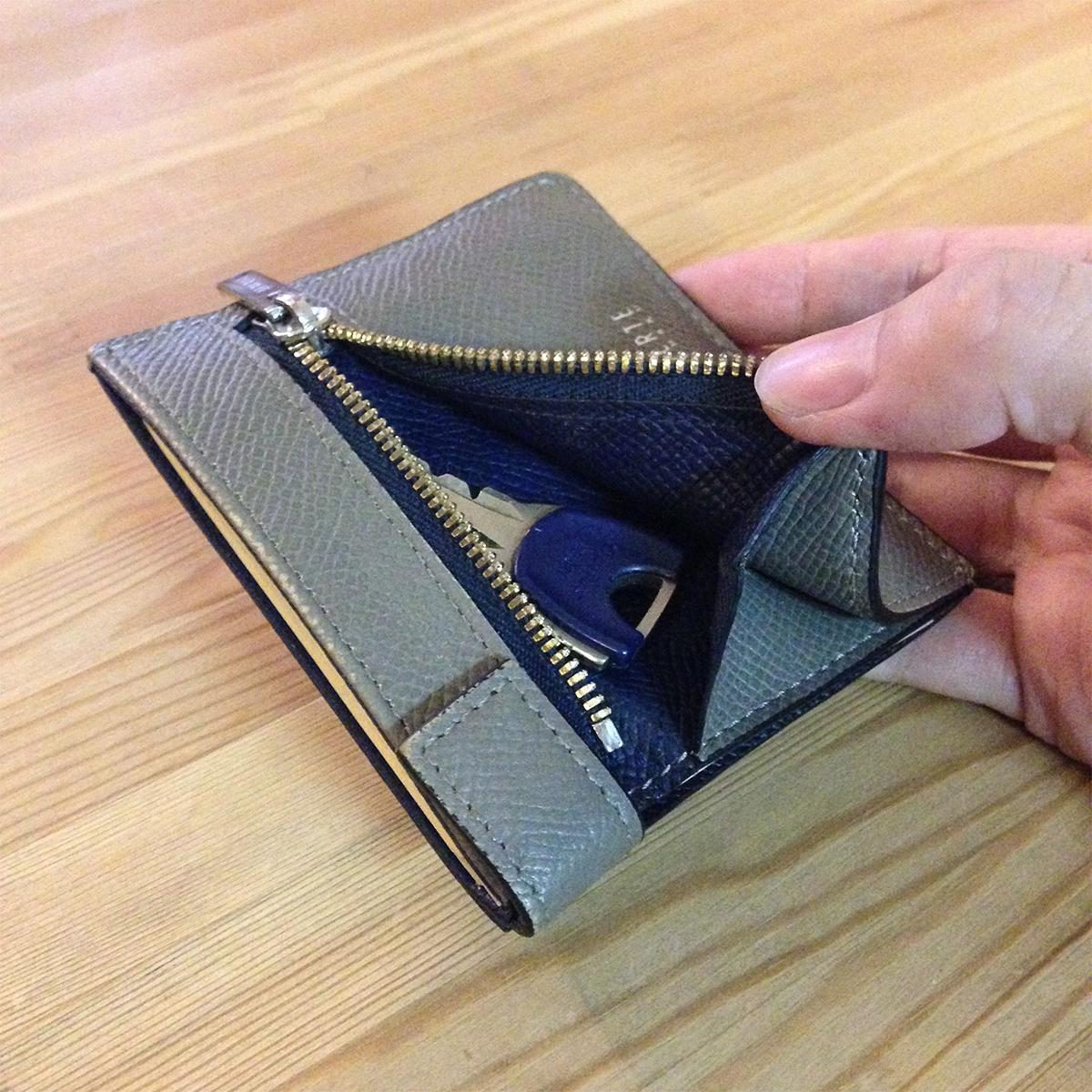 財布自体の薄さはキープしつつ、硬貨の過不足のないスペースを確保したスマートな革財布(札入れ)|ALBERTE