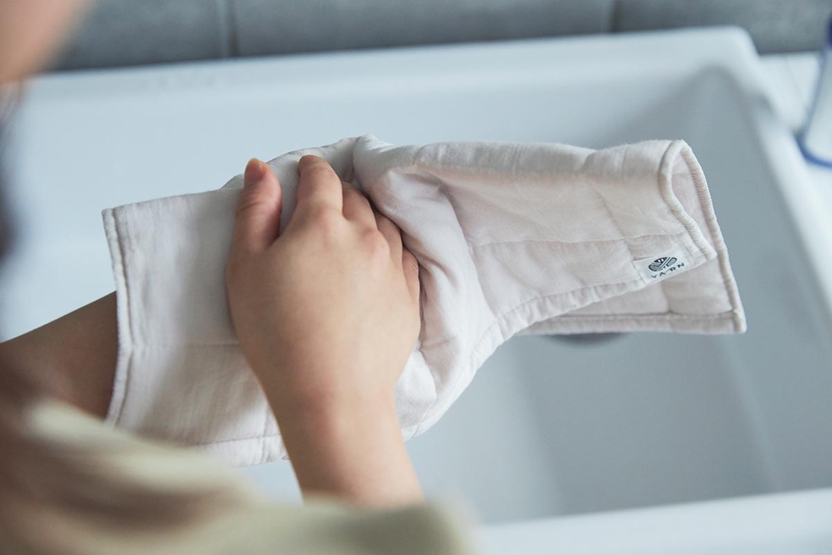 赤ちゃんやお子さんにも安心。出産祝いや結婚祝いにも。3層構造のガーゼタオルで医療用の脱脂綿を包みキルトをかけたタオル|YARN HOME UKIHA(ヤーンホーム ウキハ)