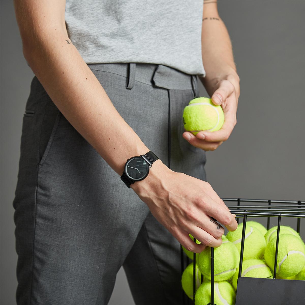 電池式(CR2032)。24時間、あなたの活動量も睡眠も見守ってくれるスマートウォッチ|noerden(サファイアガラスタイプ)