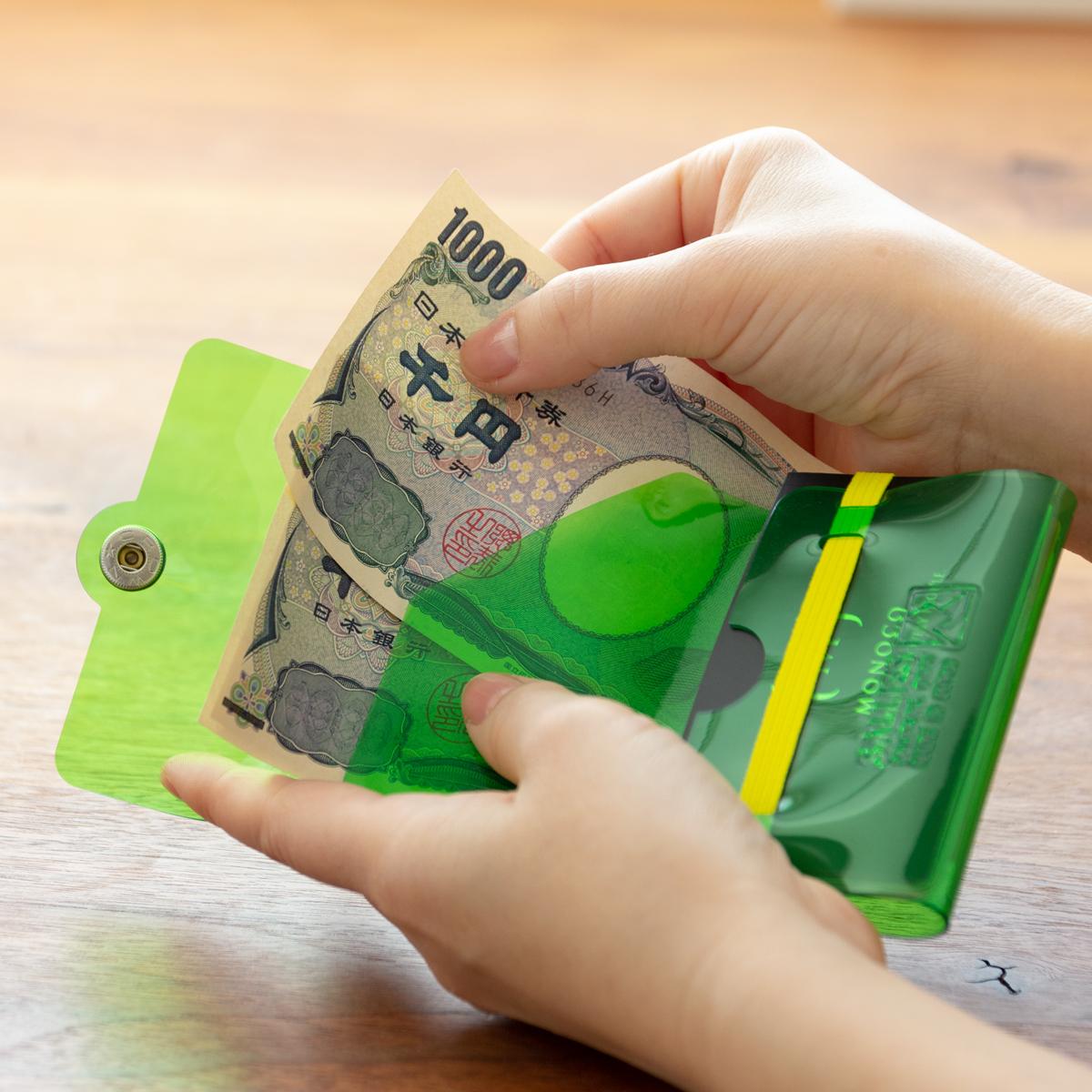 中に入れたお札が折り曲がらない。これひとつで、ジム・旅行・アウトドアへ!ミニマム構造がかなえる、軽量&収納力の「ミニ財布」|SALLIES