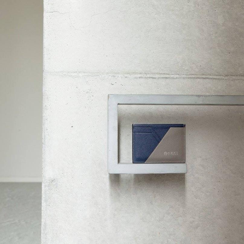 あなたの動きも思考も、スマートにしてくれる美しい薄さの革財布(パスケース)|ALBERTE