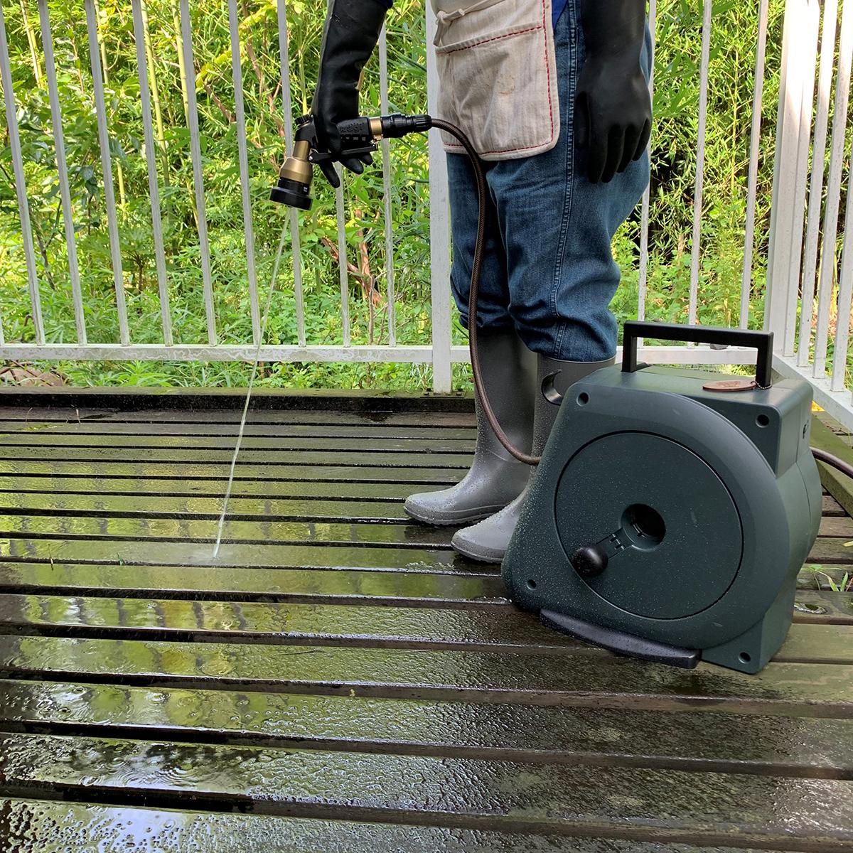 蛇口に取付け簡単、誰でもすぐ使える。4種のシャワーで、庭の水やりも、ベランダや車の掃除も自在な「ホースリール」|Royal Gardeners Club(ロイヤルガーデナーズクラブ)