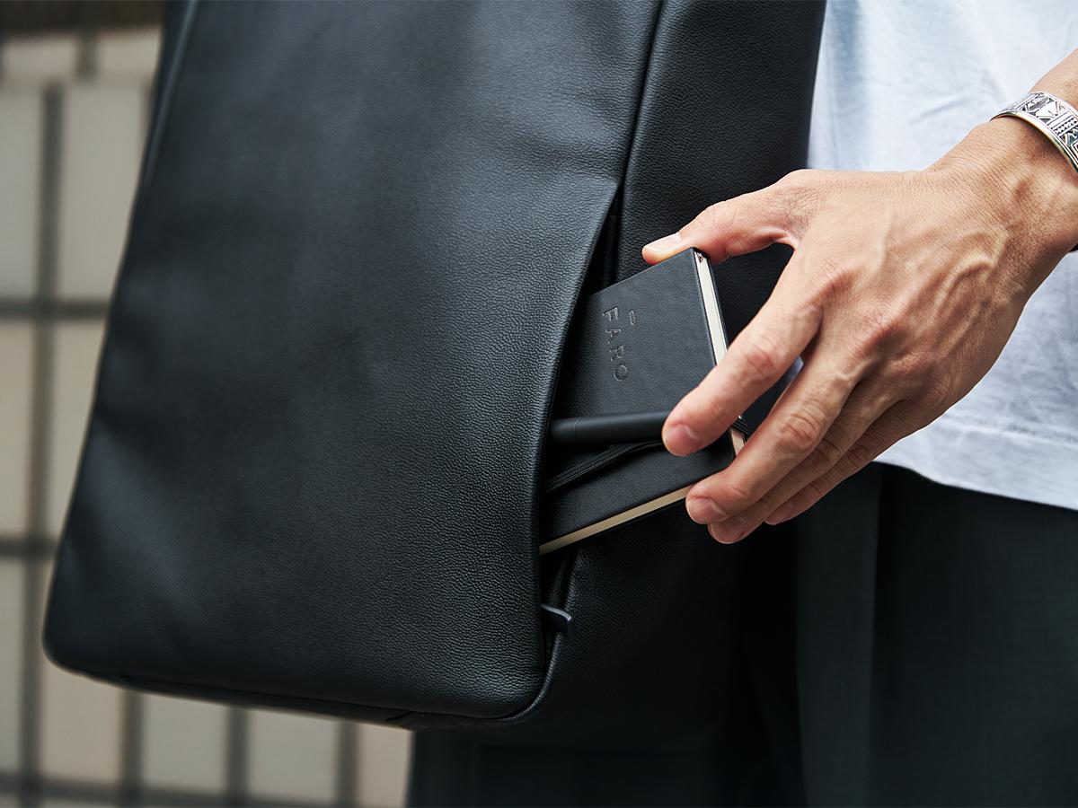 整理整頓しやすいバッグの仕切り・ポケット構造|防水レザー、超軽量、直感ポケット付きの日本製レザーバッグ|PCバッグ・トートバッグ・リュック・バックパック|FARO(ファーロ)