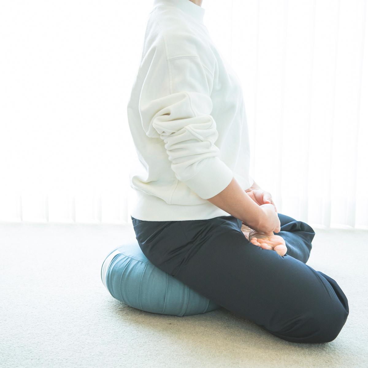 リビングや寝室などお家で。姿勢を安定させ、呼吸への集中をサポートしてくれる坐禅蒲団(坐蒲)・瞑想用クッション| ZAF(ザフ)