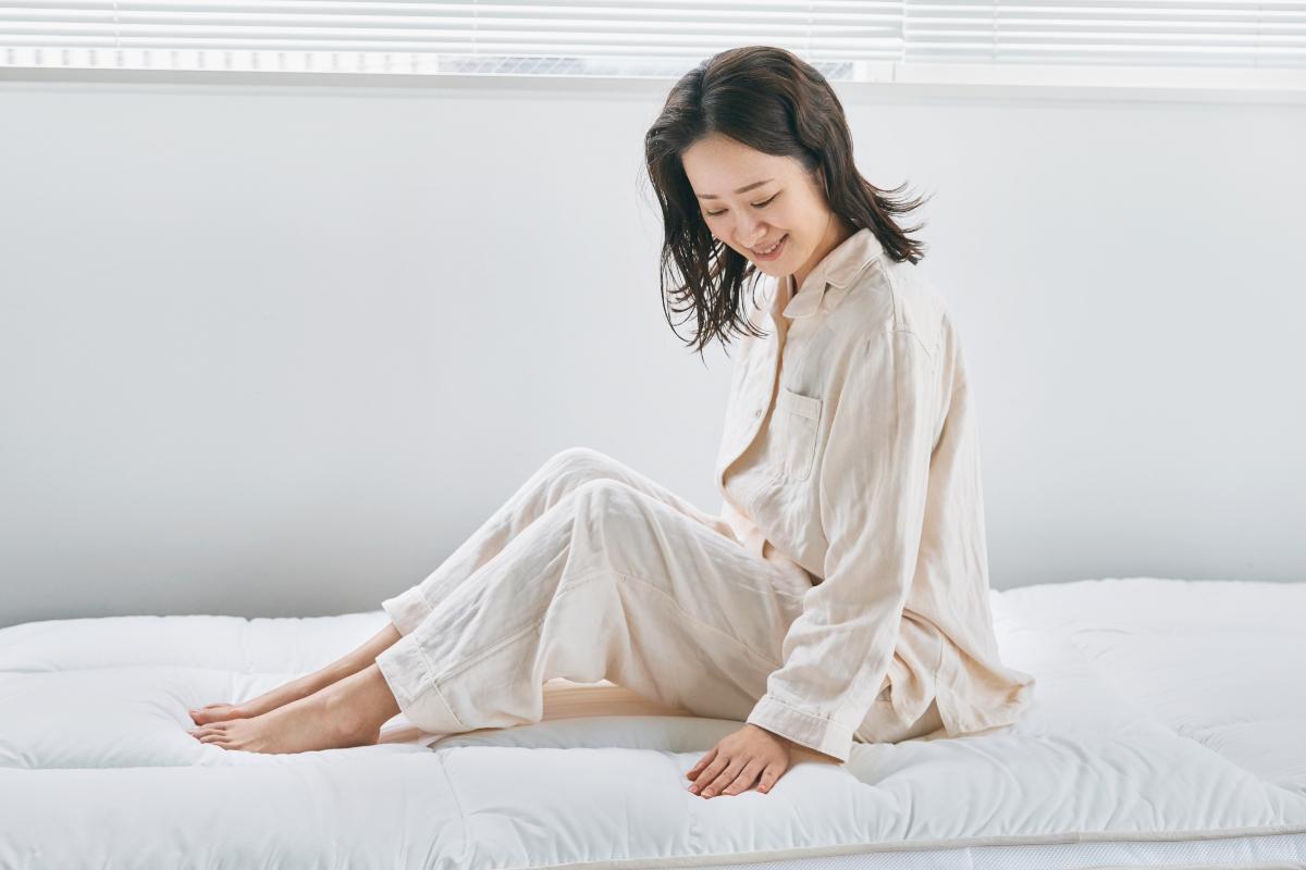 朝起きると体が軽い。疲れが軽くなる。|整形外科医銅冶英雄(どうや・ひでお)先生が考案した、硬柔2層構造が、体のカーブを正しくキープしてくれる折りたたみ型の腰痛対策マットレス・ベッドパット|ドウヤメソッド