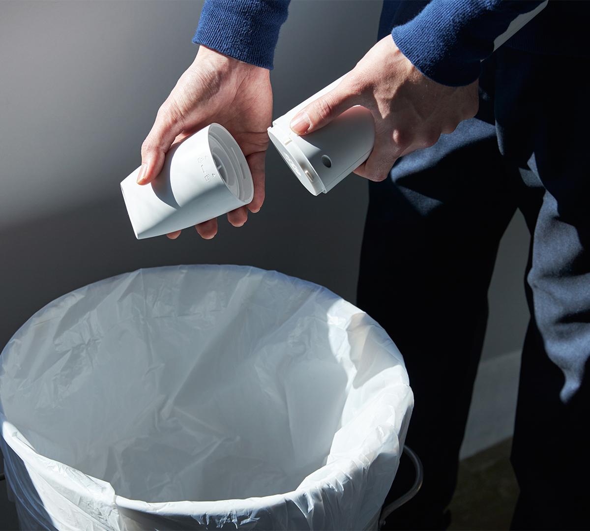 お手入れカンタン!繰り返し使えるフィルター。リビングに馴染むデザイン、ゴミに気づいたら即ハイパワーで吸引できる「ハンディクリーナー」|MONTANC(モンタン)