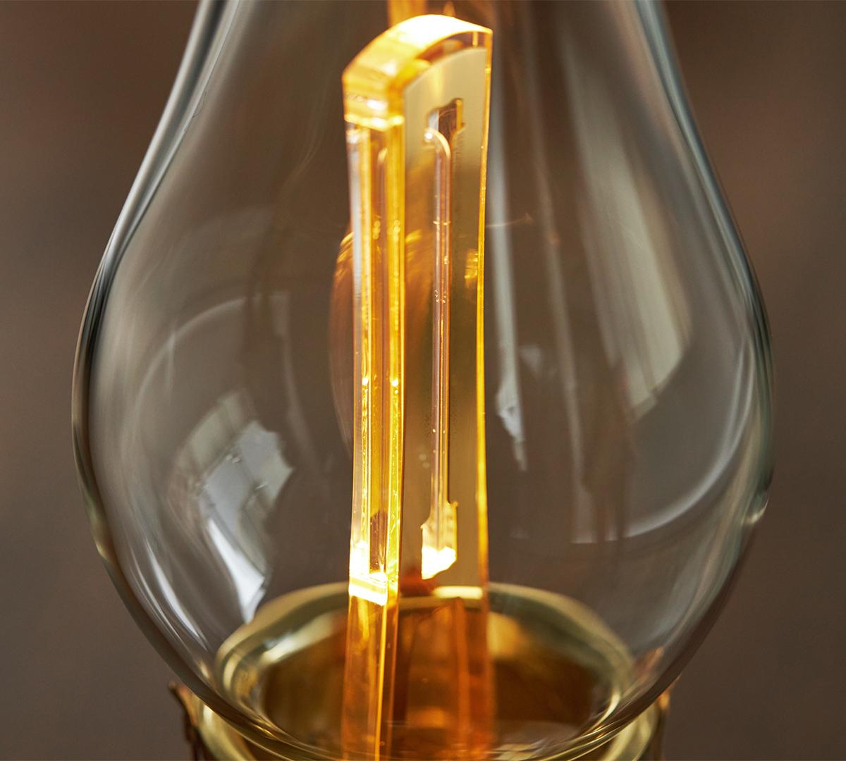 安全な濃度のオゾンガスを生成。部屋を丸ごと消臭・除菌してくれる。日本初、特許のUVランプでウイルス・菌を不活化させる「オゾン発生器・間接照明ランプ」|RoomiAir