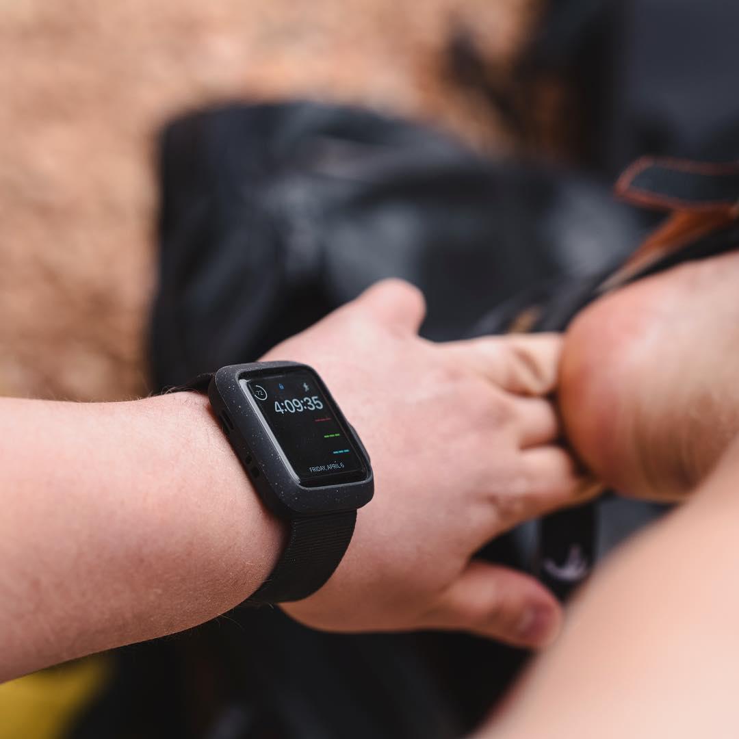 耐衝撃性に優れ、落下・衝撃に強い。水濡れにも強いアウトドアにぴったりのタフケース一体型Apple Watchバンド|LANDER Moab case+Band