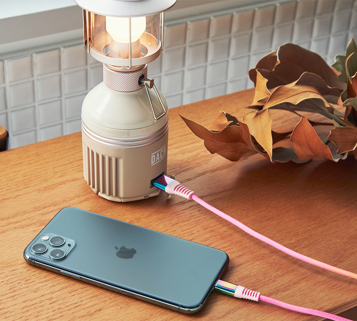 iPhoneが約4回充電できる、7WAY多機能ランタン | LUNAR