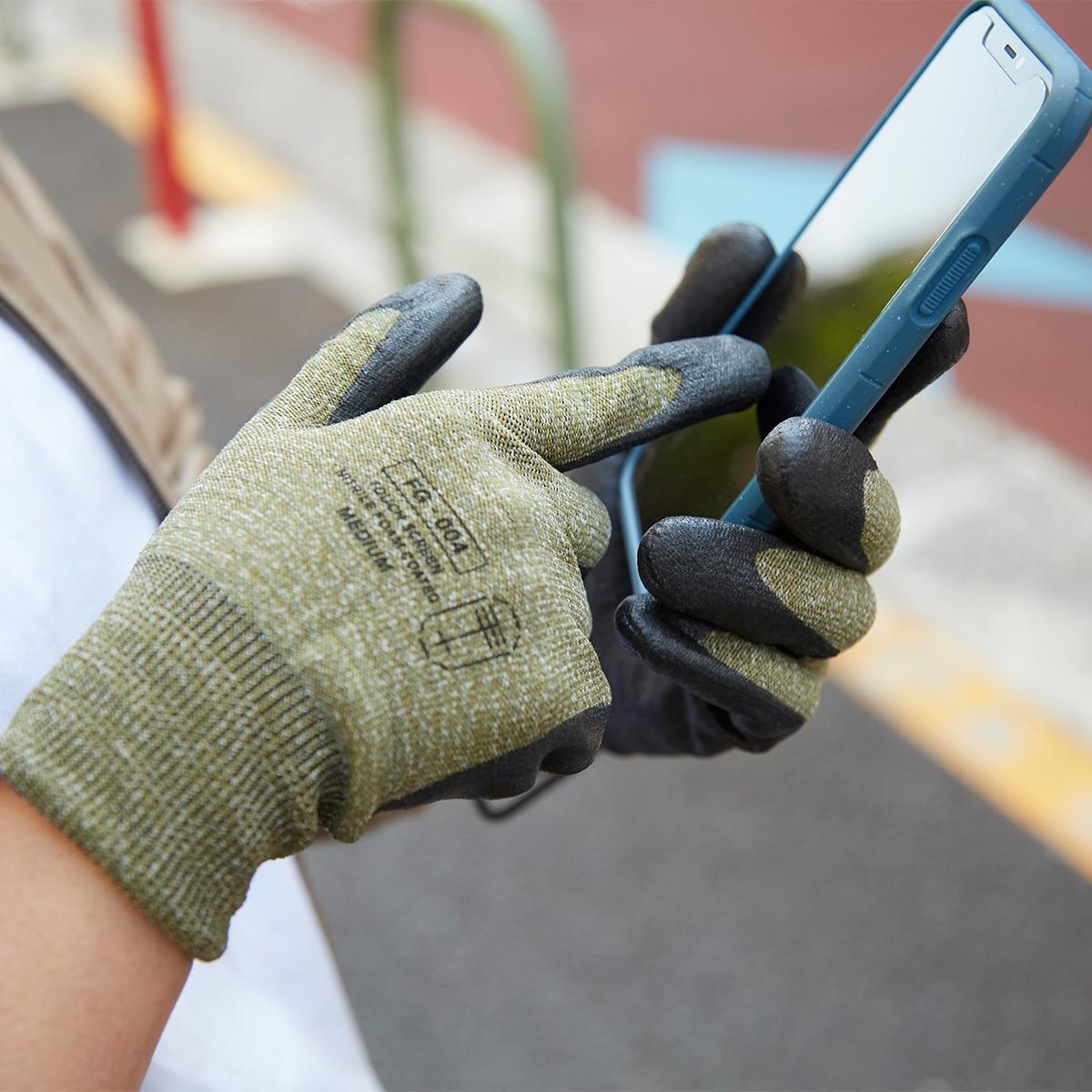 ゴム面に、滑り止めの凹凸をつける必要もないから、スマホ画面に触りやすいのです。スマホを触れる。ネジもつまめる抜群のフィット感で、指先がスイスイ動く「作業用手袋」|workers gloves(ワーカーズグローブ)