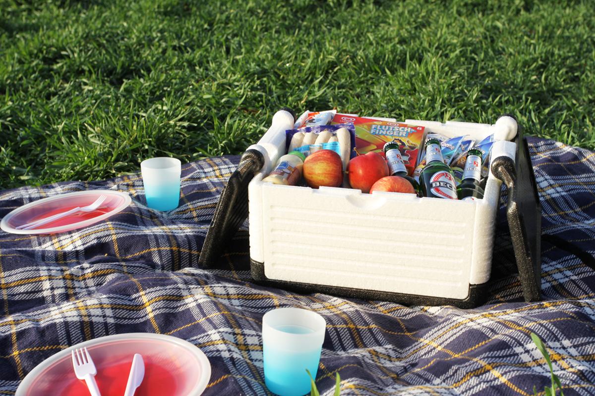 業務用の梱包材メーカーが家庭向けに開発した、保冷・保温に優れた折りたためるクーラーボックス|Flipbox