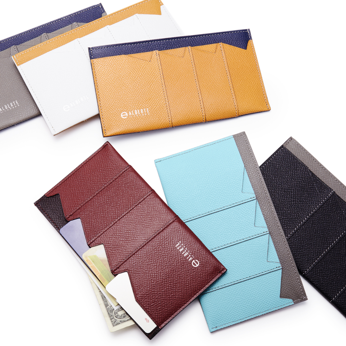 通帳やパスポートを入れて持ち歩きたいならカードホルダーがおすすめ。持ち歩きに便利なコンパクトな薄い財布